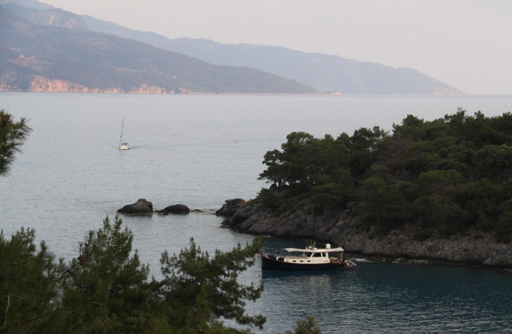 Another Yacht Makes it's Way into Towards the Bay