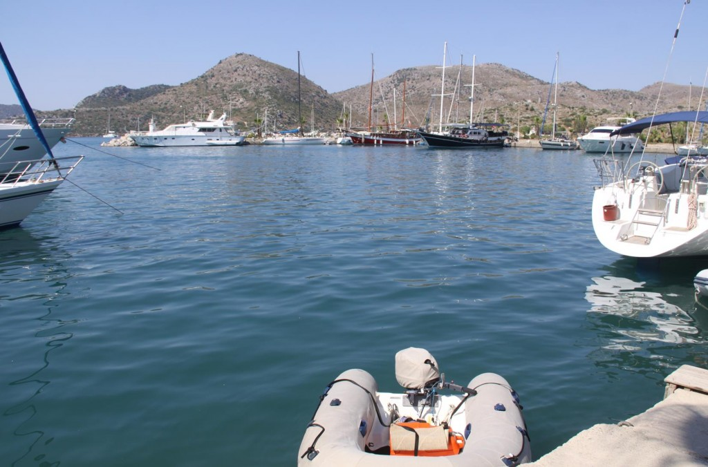 After Dropping the Anchor in the Bay we take the Dinghy to the Old Tiny Port