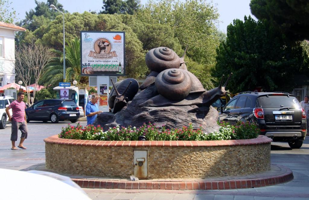 Seferihisa's Snailpaced Main Roundbout