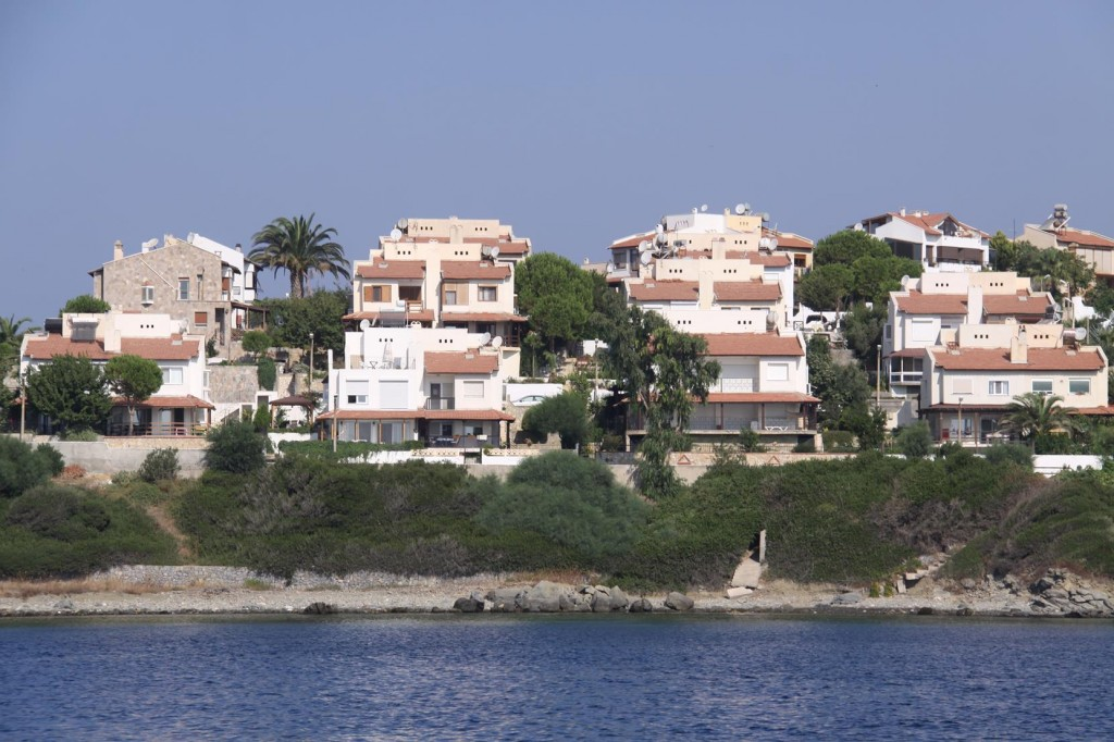 Some Well Positioned Delightfully Individual Holiday Homes Overlook Teos Limani