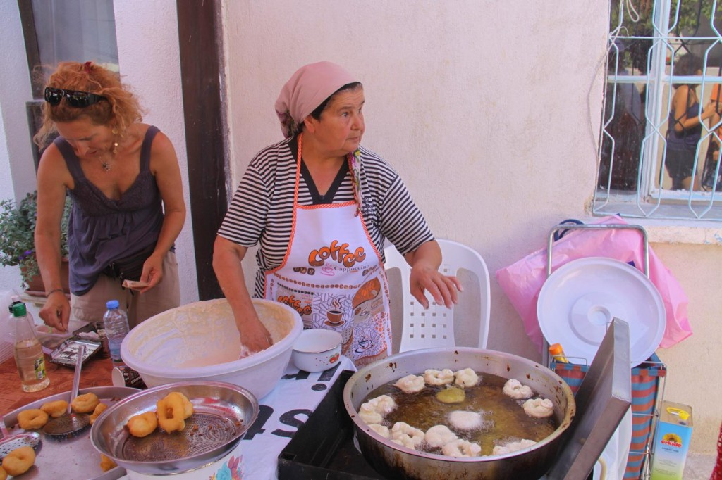 Handmade Donuts were very Popular at the Market Today