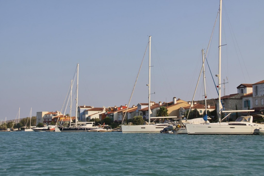 Back to Alacati and by Dinghy we have a Look at the New Canal Development