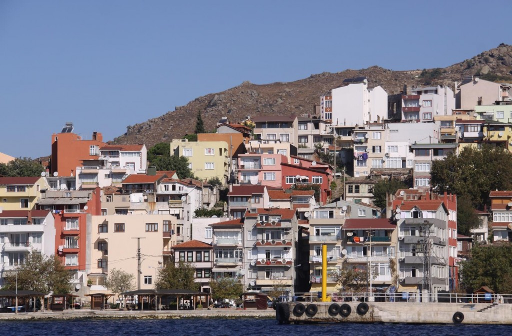 The Cluttered Housing Overlooking the Port