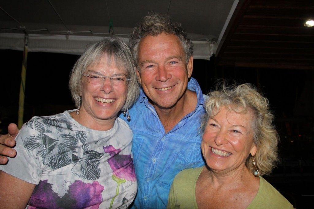 Steven and Pam with their Guest, Lindy from USA