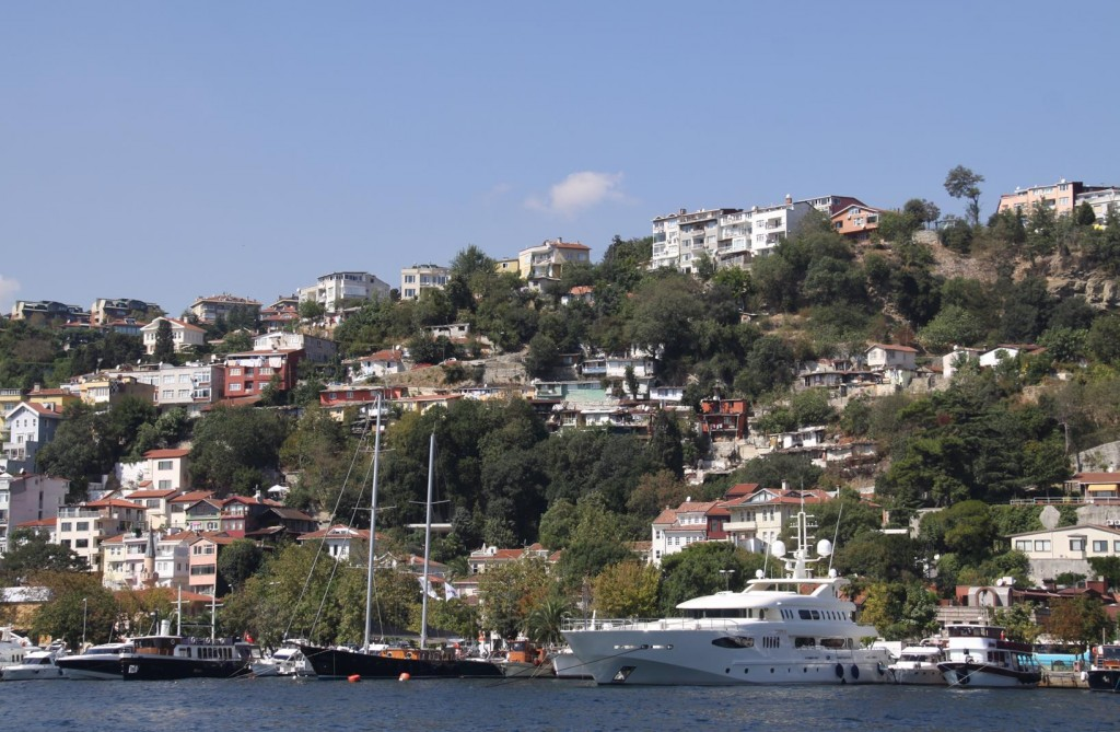 Luxury Homes with their Luxury Boats Nearby