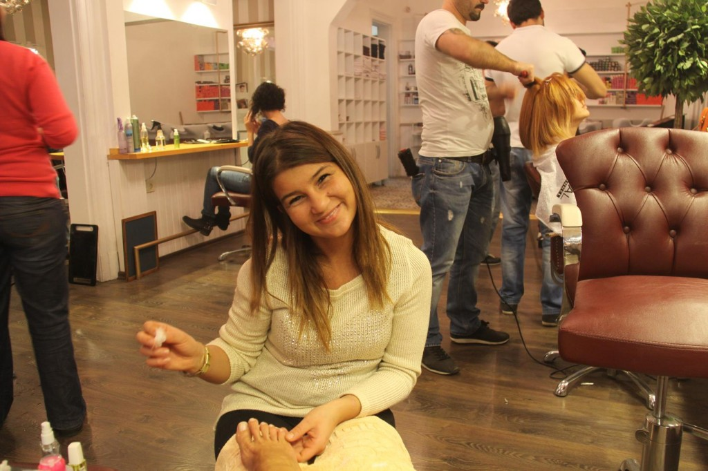 """Back to my Favourite Kuafor in Istanbul """"Baby Face"""" - Fulya is in Charge of the Pedicures and Manicures"""