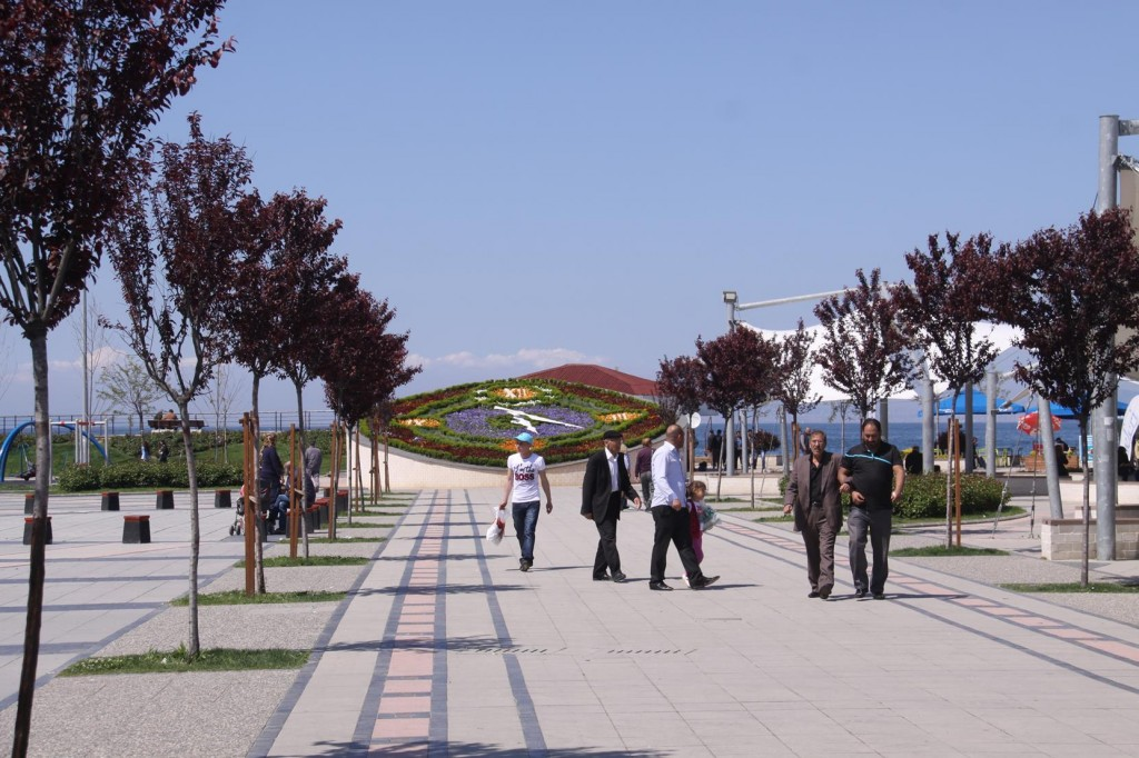 Yalova's Flower Clock is Popular Meeting Place