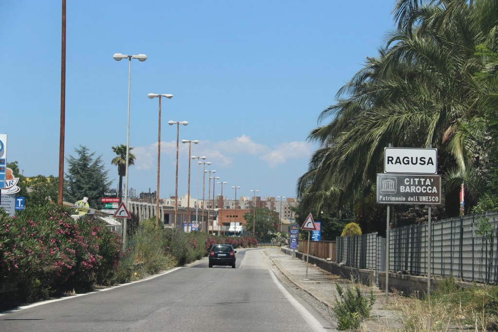 We set off by hire car and drive to the town of Ragusa which is 20kms inland from the marina