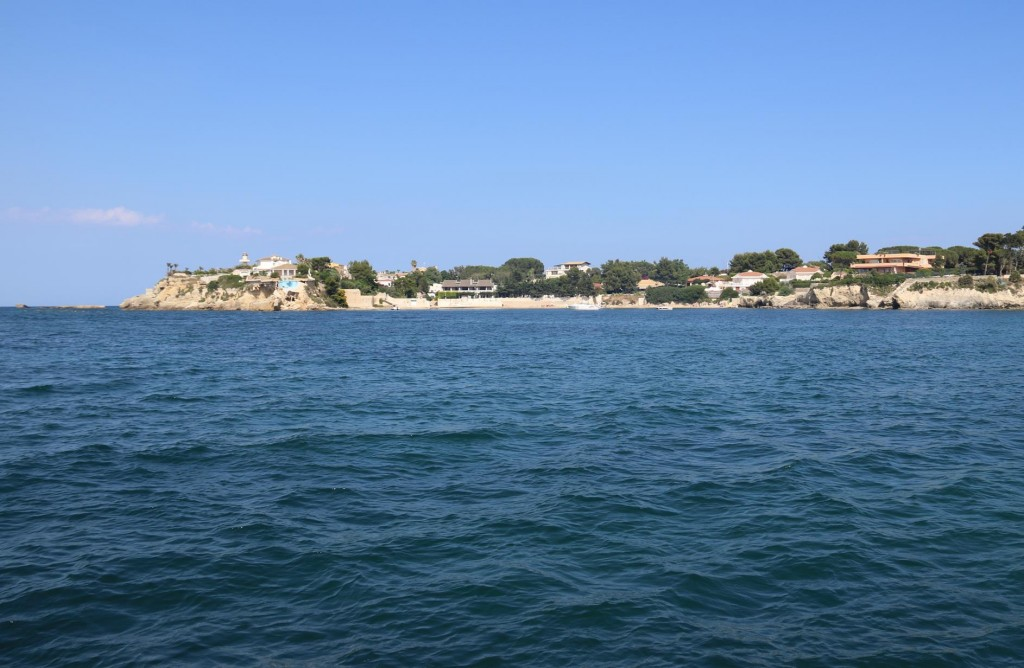 In the southern bay there is a small beach in the corner and it appears that we are the only boat moored here