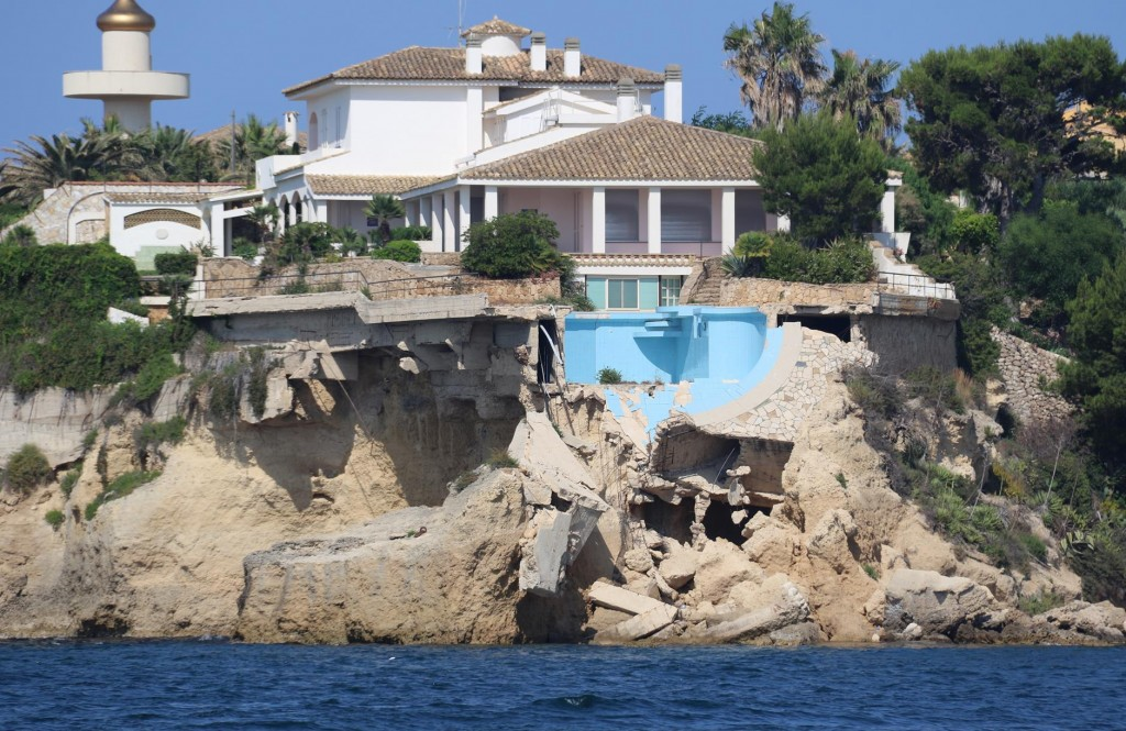 The grand house on the point with the pool has had some bad luck recently!