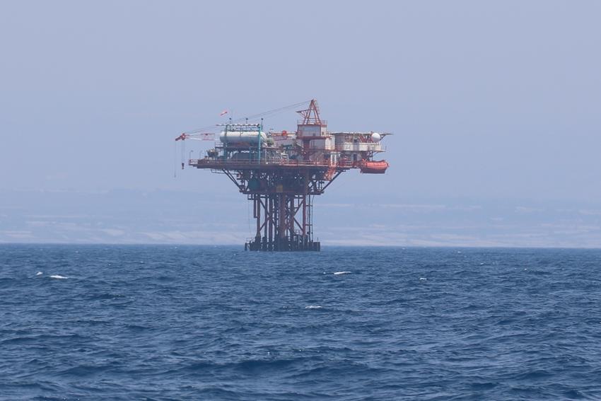 We even pass an oil drilling platform !!