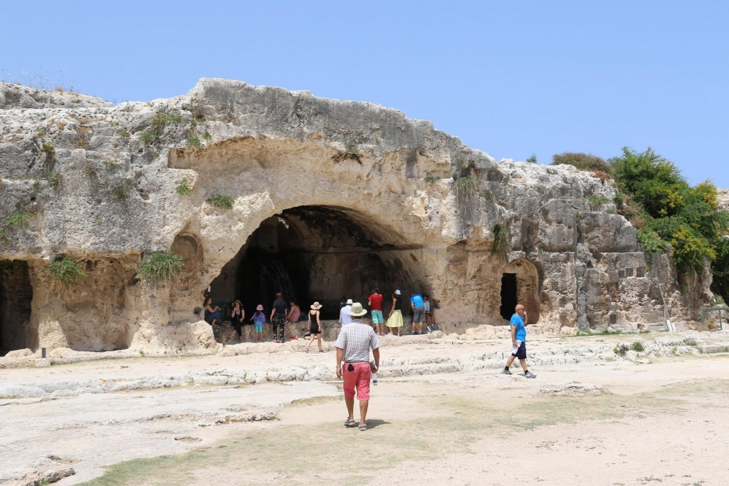 We head towards the Grotta del Museion