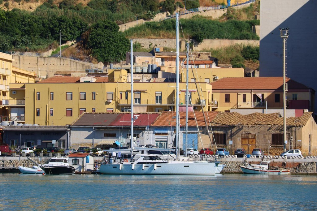 In our Rod Heikell bible it states that a few spaces are available for visiting yachts along a small pontoon in the harbour