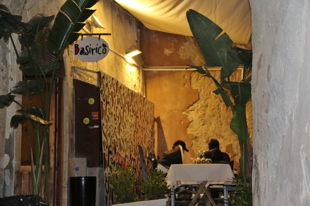Our choice of restaurant is the Basirico in Amalfitania in Ortigia