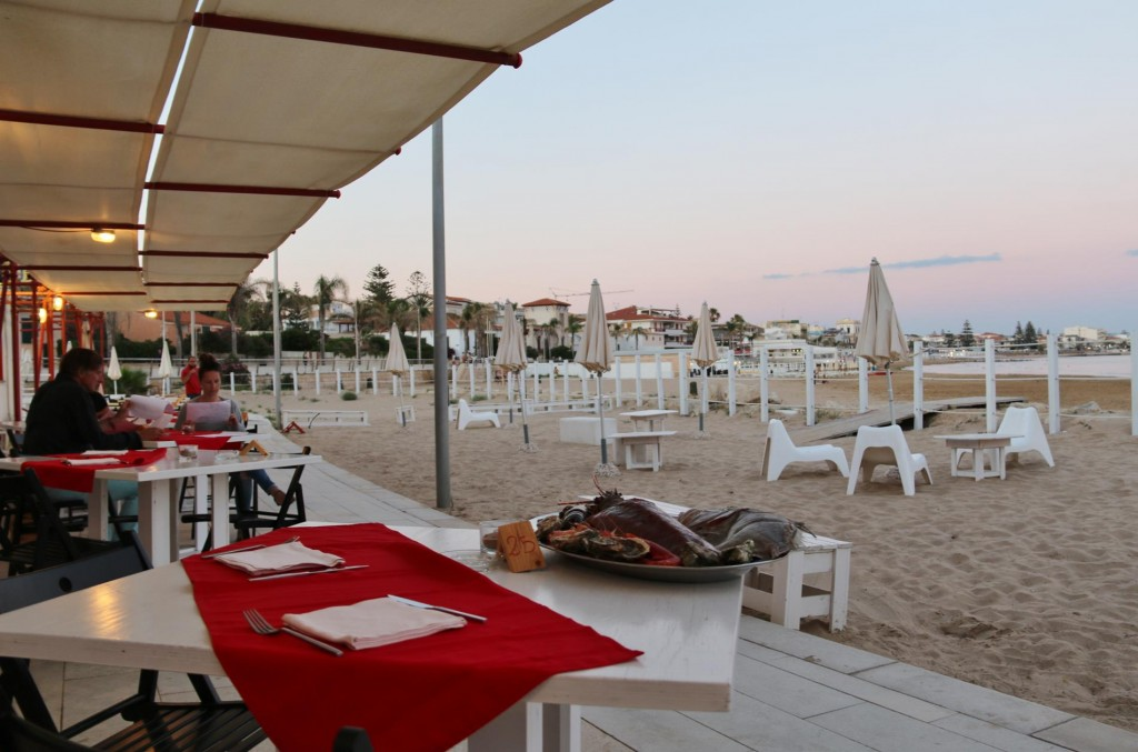 Close to the Marina Di Ragusa we found a restaurant called Allue which had it's own sandy beach