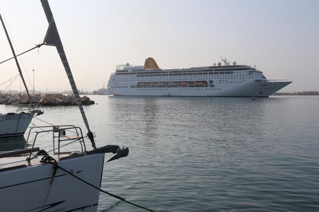 A cruise ship departs this morning from Trapani port