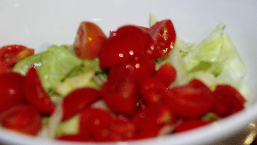 Simple salad with lettuce and tomato