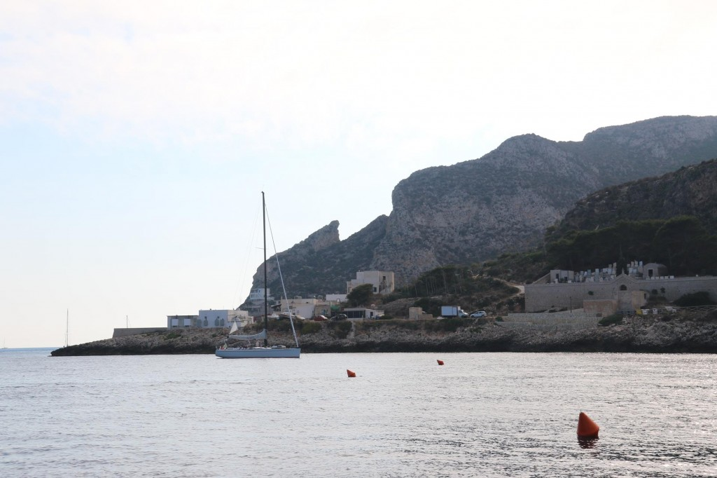 By evening most of the boats that were in the bay had departed as quite a few were day trippers and also as one has to pay around 30 Euros to be on one of the moorings if over 10m long overnight