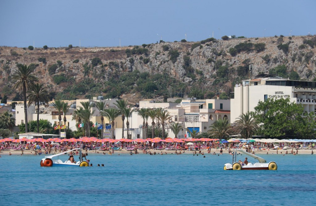 The very popular tourist beach at San Vito Lo Capo on the north west tip of Sicily, has a very long beach with white sand and crystal clear turquoise water