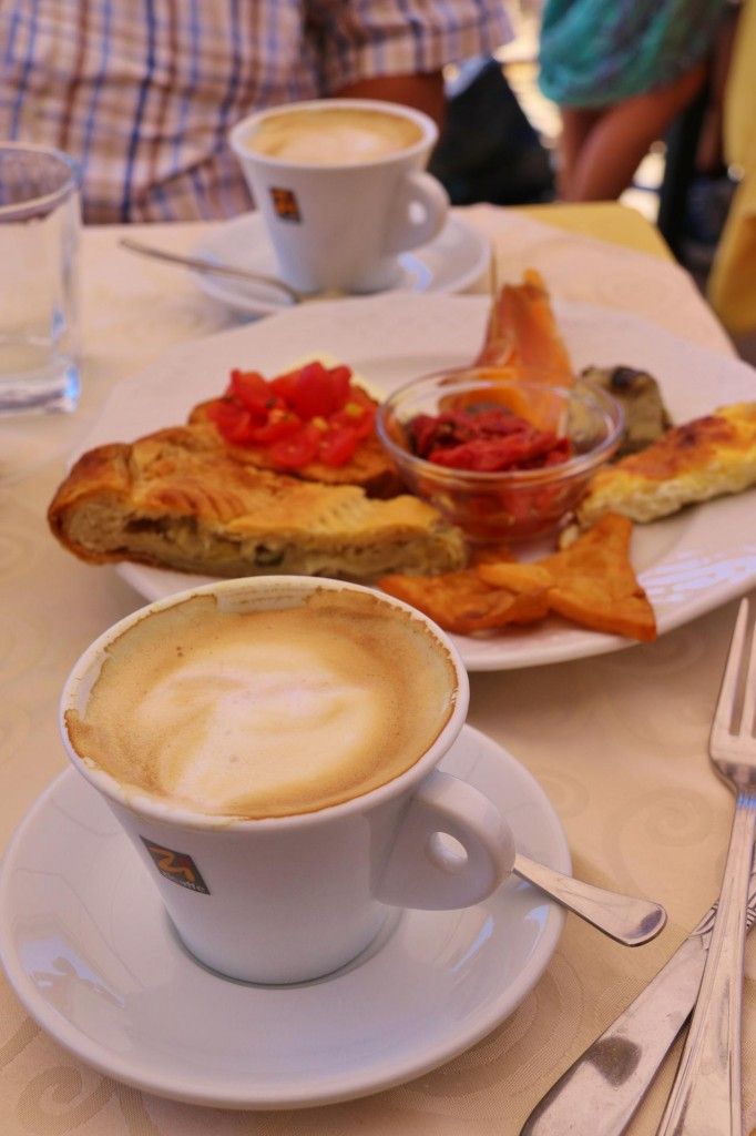We stop for coffee and a light lunch at 'Cafe Maria'