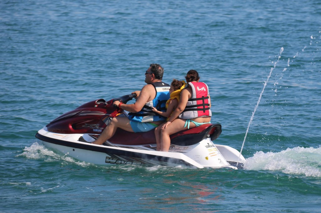 Even people of jetskis arrive too
