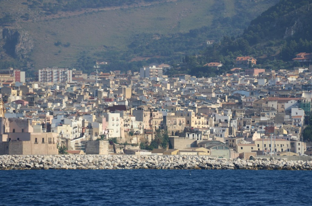 We arrive in the port of Castellamare del Golfo