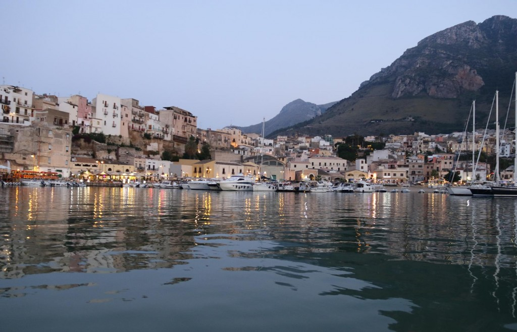 By dinghy we approach the pretty town from the water
