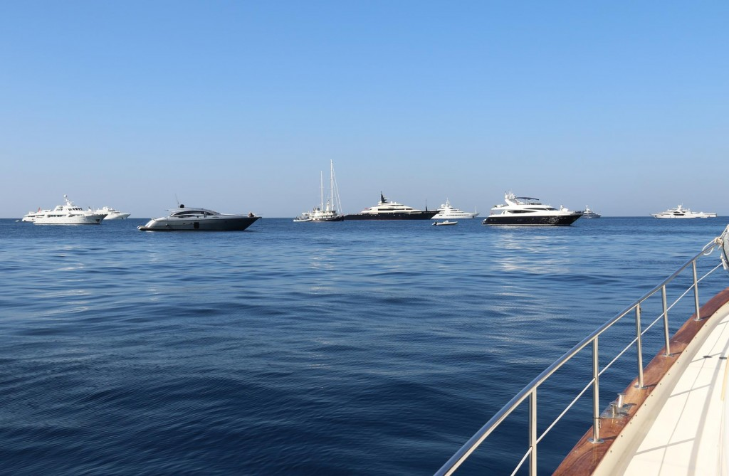Many of our upmarket neighbours are still in the bay this morning