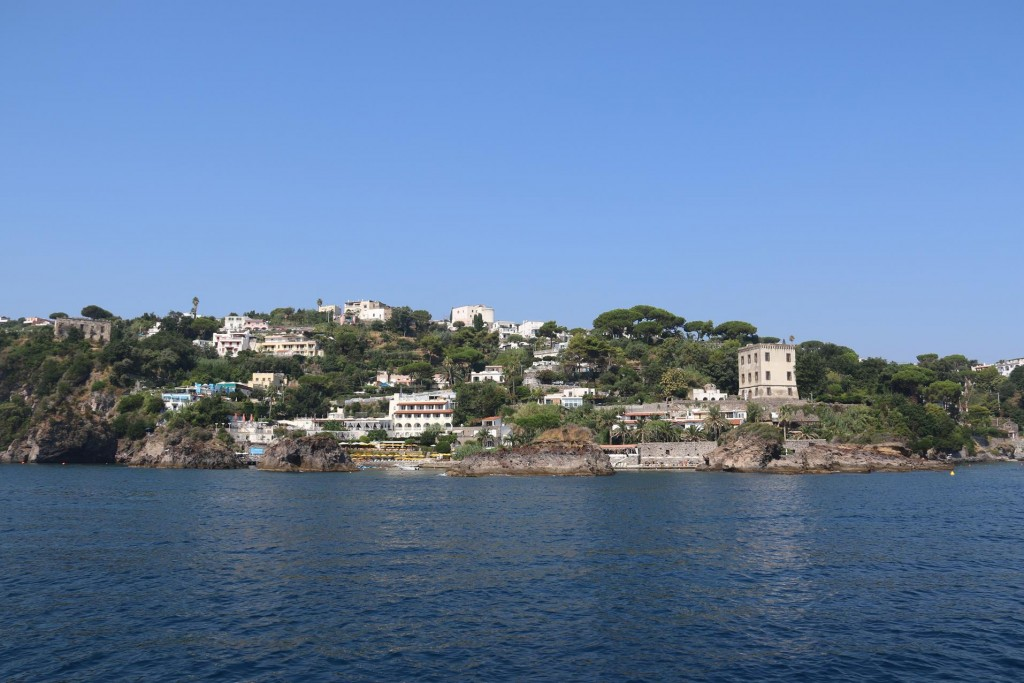 La Marinella, the southern side of the causeway which connects the Aragonese castle to mainland Ischia gave us good shelter overnight