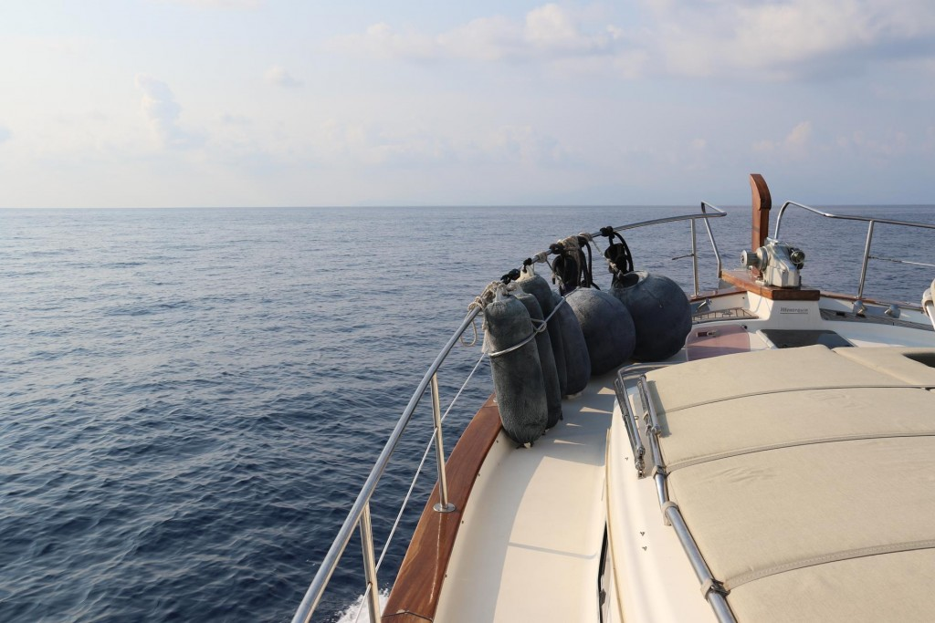 We head out to sea and have wonderful conditions for our long trip to Palinuro