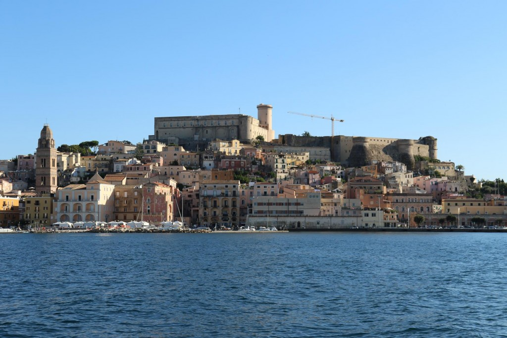 The town has a 6th Century Aragonese Castle which is in use today
