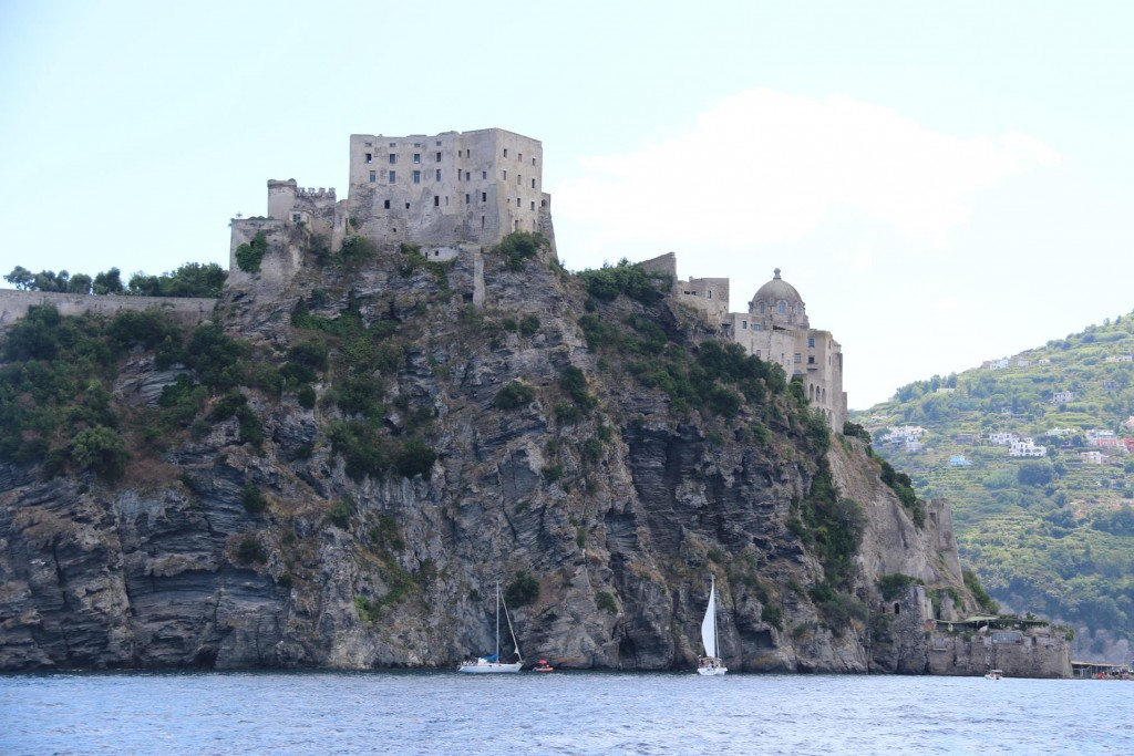 We head to the islet with the Castello d'Ischia