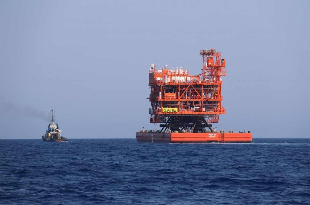 During our journey we cross paths with a tug pulling a large structure which looked like an oil rig