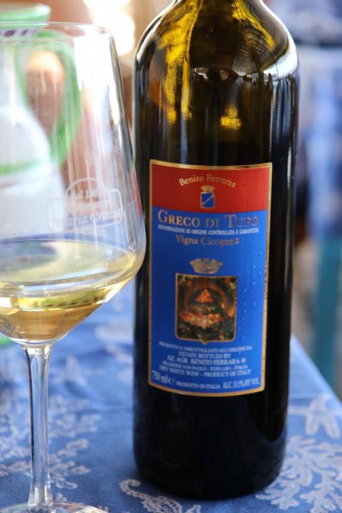 We try a nice chilled Italian vino bianco