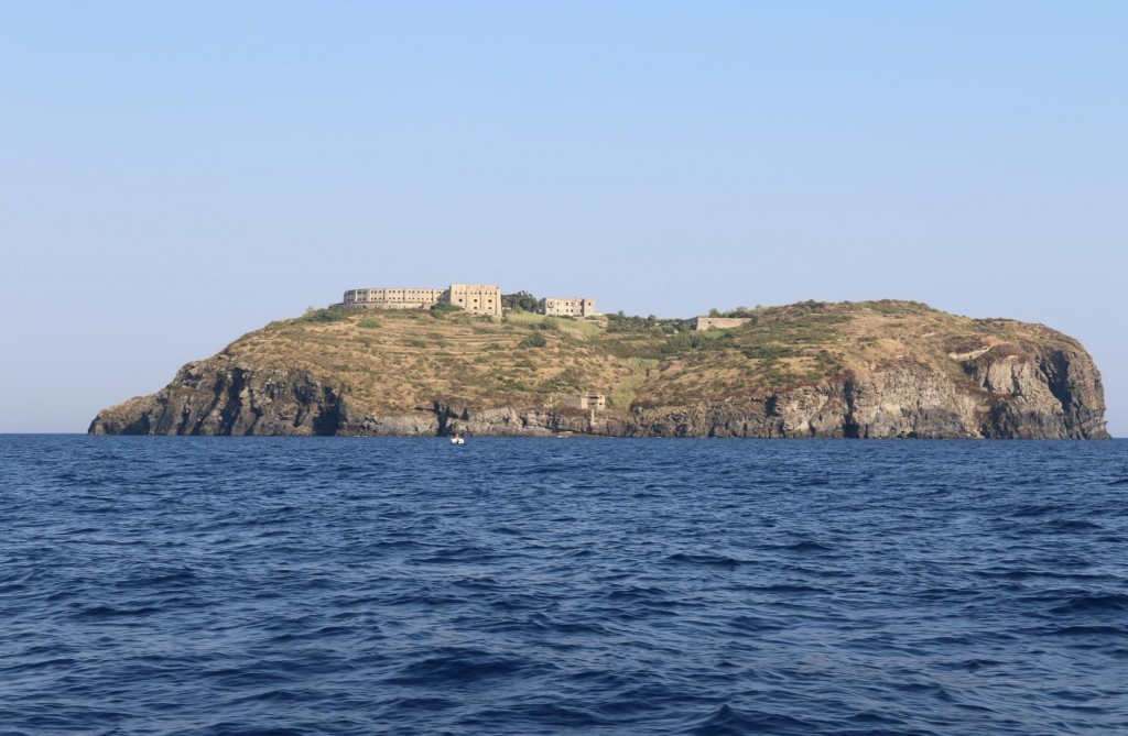 A short distance east of Ventotene Island is a tiny 400m round island called San Stefano which is also known as the 'Devil's Island' (2)