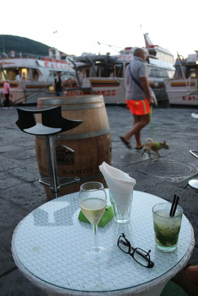 Before dinner we have a drink in the bar by the port