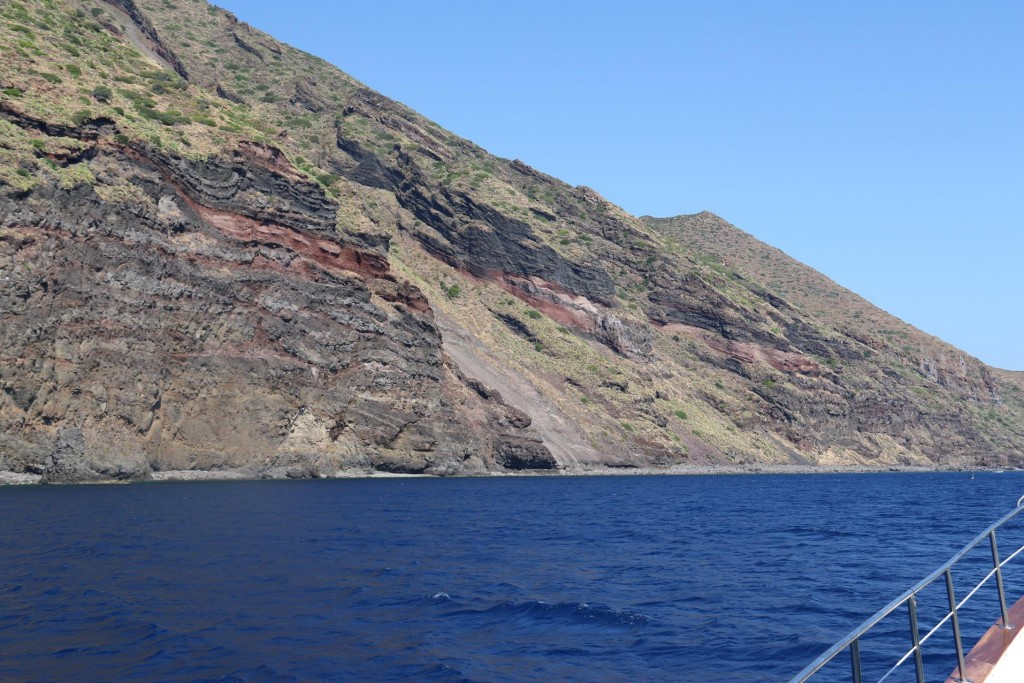 The ancient lava flows can still be seen on the now extinct volcanic islands