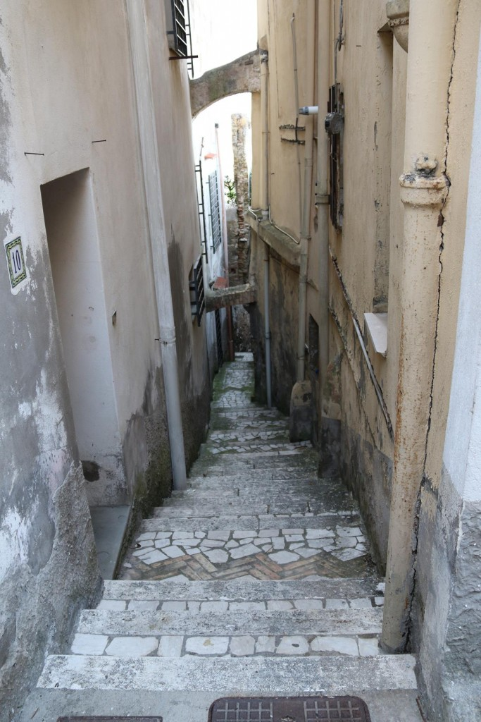 Narrow lane ways and steps lead us up to the higher level of the town