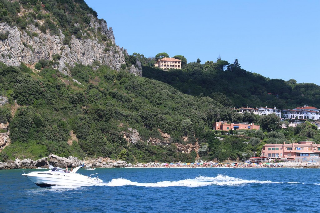 There are some very nice villas by the port and along the coast by San Felice Circeo