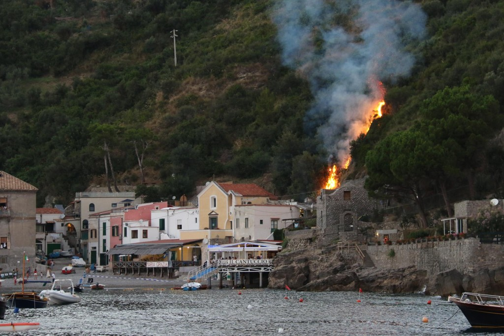 Around 8.30 pm we notice flames behind the restaurant we had just been to for our long lunch