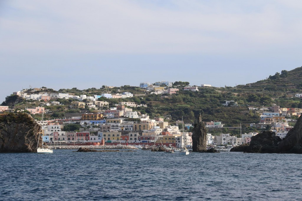 We drop anchor for the night once again in Cala Inferno however this time with a slightly better view of the pretty town