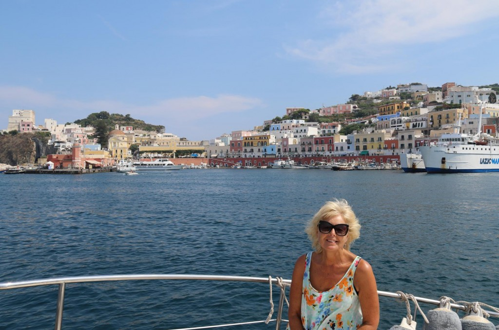 We take a quick tour around the main harbour area of Ponza Town