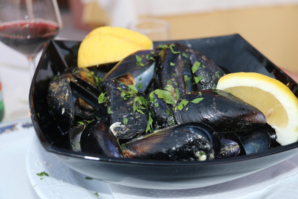 Freshly cooked mussels