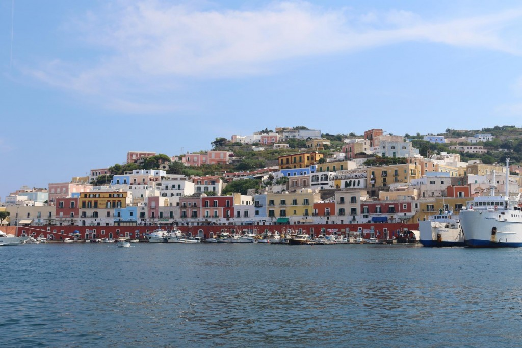 Ponza certainly is a very attractive old town