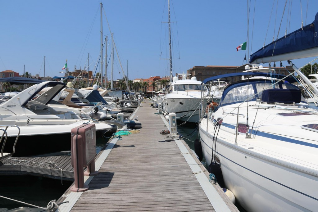 Just as well we booked a berth as there does not seem to be any spare spots along the pontoons