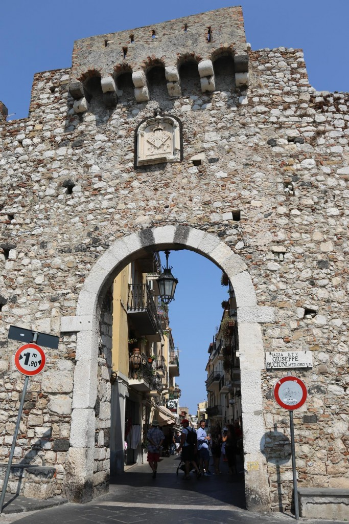 Arriving in Taormina we enter the Messina Gate to the old town