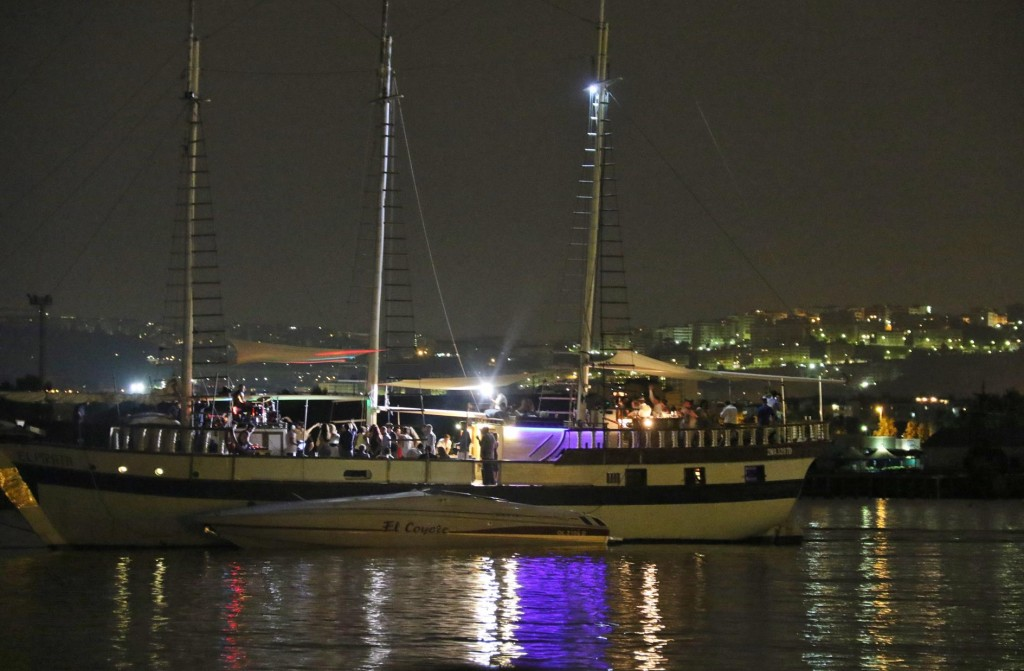 We find out late in the evening that the 3 masted sailing boat is actually a party boat which circles the bay with it's partygoers and loud music until 2am