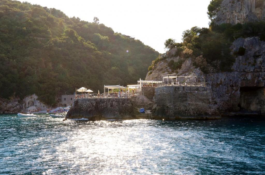 The mooring we picked up is for Ristorante La Conca del Sogno in the bay called Marina di Recommone