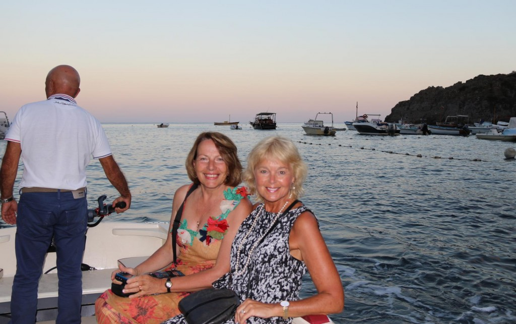 A young man from the restaurant promptly picked us up by dinghy at 8.30pm as we requested