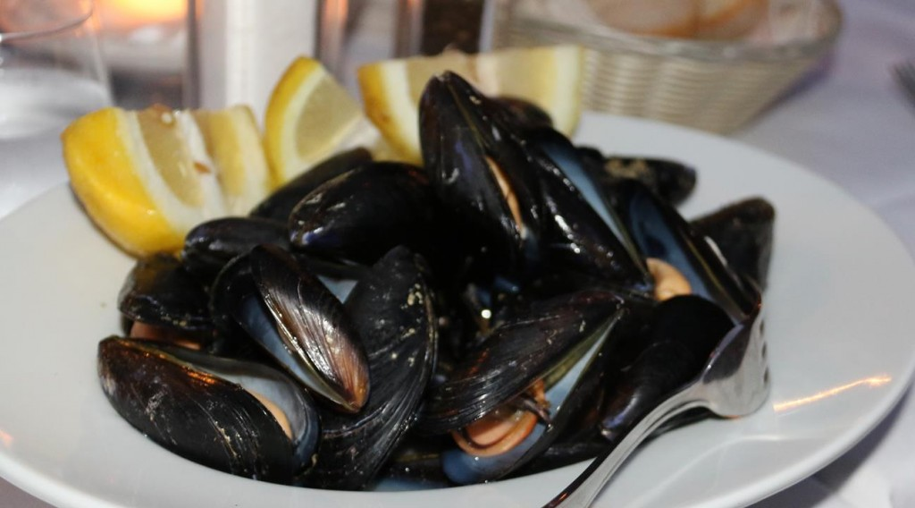 Plump steamed mussels to share